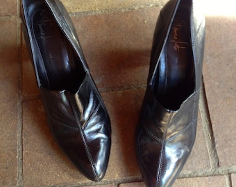 Vintage High heel black leather ankle boots// size 8//90's goth punk Witch Shoes