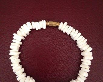 White shell chip bracelet