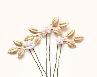Gold leaf hair pins, Golden hair clip set, Pearl beads, Wired headpiece, Woodland bridal hair, Minimalist bridal - SET of 3