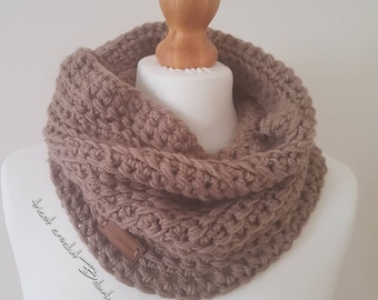 scarf made in crochet with acrylic yarn