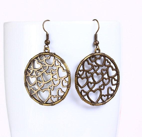 Antique brass filigree heart drop earrings (524)