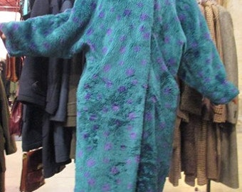 1980 finto maxi pellicciotto a pois. Gil Bret.Tg M/Very 80s faux fur maxi coat/Tealed coloured/ Violet polka dots/Signed Gil Bret/Size M