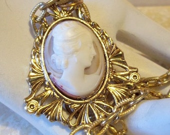 Shell Cameo Vintage Pendant Necklace