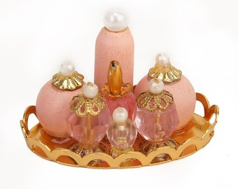 1/12 Miniature Dollhouse Pink Perfume Bottle with Golden Platter