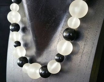 Vintage Beaded Necklace, Graduated, Black and White Necklace, Mid Century Modern, Screw Clasp, Barrel Clasp, 16.75 Inch (D-N.E-195)