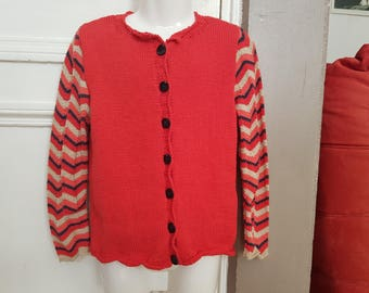 Red and lined vest t. 8 years hand-knitted