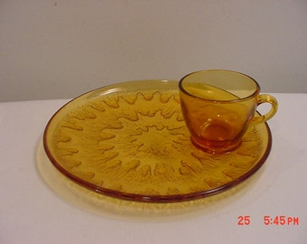 Set Of 4 Golden Amber Snack Plates & Mugs In Original Box  17 - 208