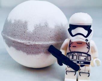 Star Wars Storm Trooper Peek-A-Boo bath bomb with toy