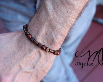 Men Bracelet: Simplicity
