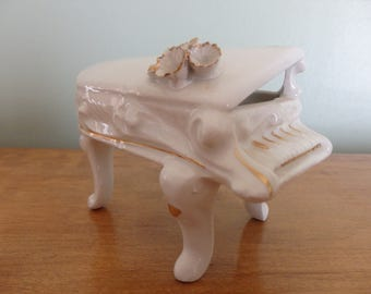 Vintage Capodimonte Porcelain piano marked Capodimonte on the bottom, measures 3 1/4 in tall, 4 1/4 in wide in very good condition.