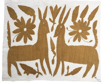 Otomi Embroidered Textile. embroidery Otomi, Casual Style, Hand-embroidery on Ivory Cotton
