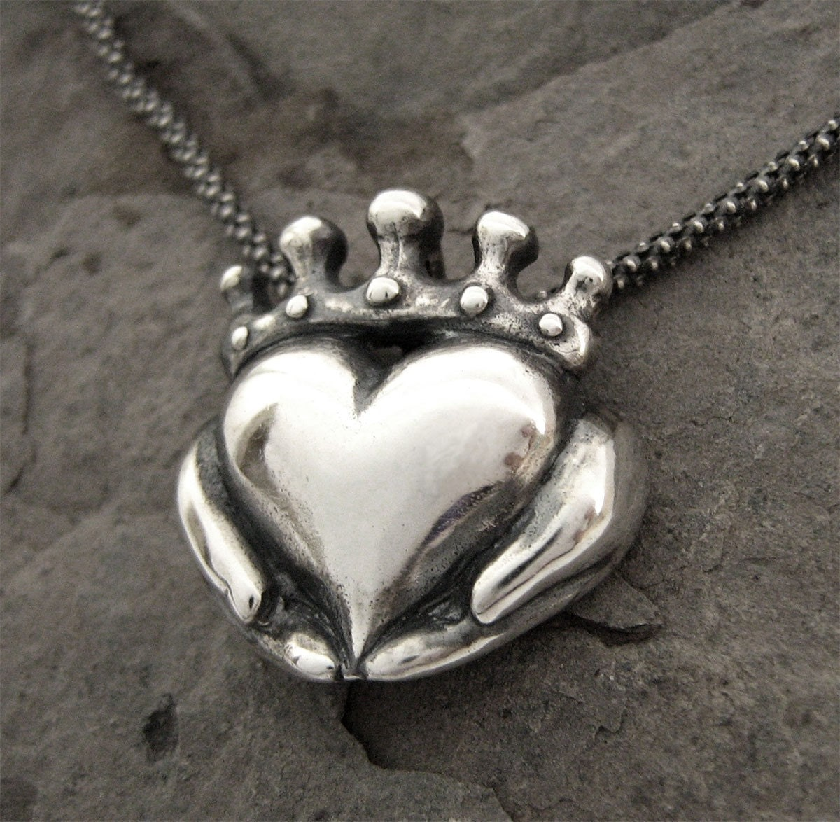 sparkling celtic claddagh jewelry with necklace products stones irish silver