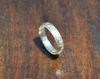 Hand Engraved Silver Drape Ring || US Size 6 || 4mm