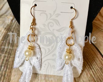 Lace leaves with pearl drops and gold