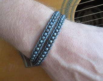 Double leather, grey wraparmband for men