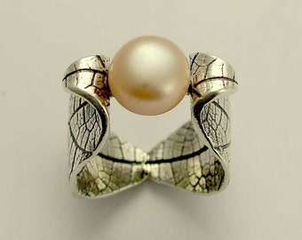 Leaves ring, woodland ring, Leaf ring, peach pearl ring, June birthstone ring, Botanical jewelry, sterling silver ring - Lady midnight R1640