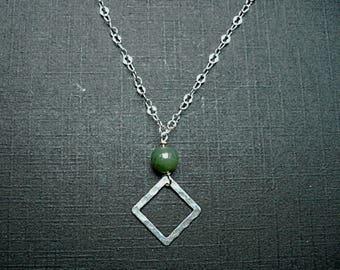 Silver necklace loza / nephrite jade