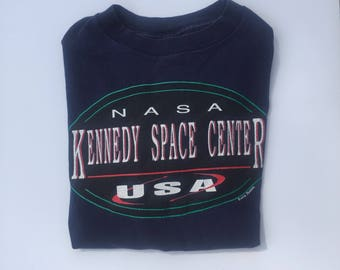 Vintage nasa kennedy space center usa blue red graphic tee t-shirt