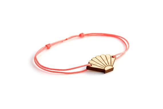 Seashell bracelet - 25 colors - scallop bangle - adjustable length - lasercut maple wood - minimalist jewelry - unisex - customizable