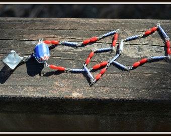 Vintage collier de perles de commerce Chevron avec cadeau de bijoux faits main de cristal de Quartz et corail rouge