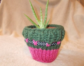 Knitted pot plant cover