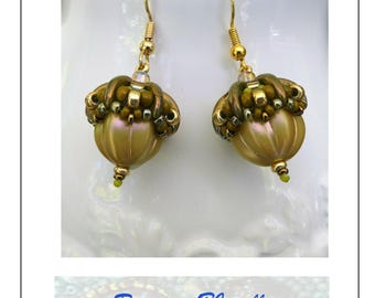Acorn drop beaded earrings. Gold and green beads.