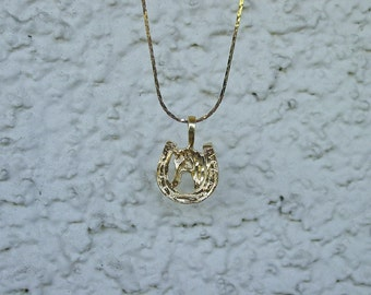"""Horse Head in Horse Shoe  Equestrian Jewelry Pendant & 18"""" Chain Necklace 14K Gold Plated Great Detail"""