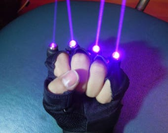 LASER - PURPLE GLOVES.