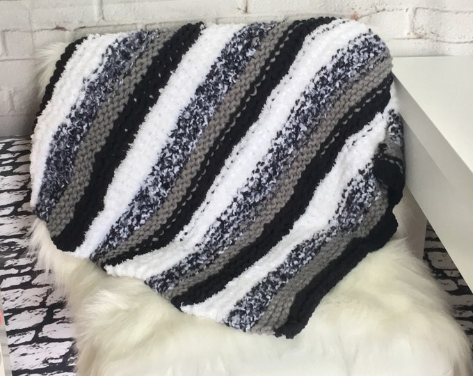 Black and white knit pet blanket / gift for cat lover / cat blanket / dog blanket / boho pet / knitted blanket / knit blanket / knit cat bed
