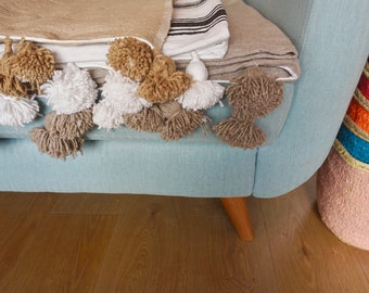 Pom-pom wool blankets grey/black&white/beige silver/bohemian throw/bed/sofa/bedding/winter/moroccan/boho/berber/tribal/decor/blanket/hygge/