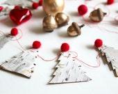 Guirlande sapins, guirlande bois, guirlande laine feutrée rouge, Ornement de Noël, décor naturel, bouleau, décoration hiver, Sapins de Noël