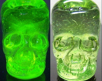 Uranium and rare earth UV reactive solid pyrex glass skull - lampwork glass