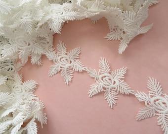 1mt (100cm) of frozen snowflake guipure lace applique trim, off white