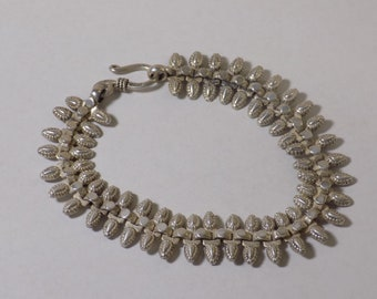 Beautiful sterling silver bracelet 7 1/2 inches long 15 mm wide and 21.5 grams