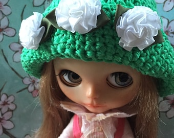 Blythe Crochet Hat/Green with Ribbon Flowers