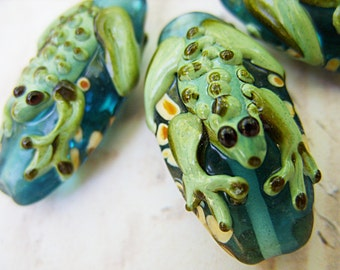 Lampwork Beads - Green with Frogs - B-6629