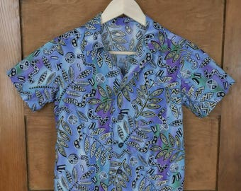 80s Button Up Blue Casual Shirt • EXTRA SMALL/SMALL • Black and Gold 80s pattern