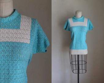 vintage 1940s/50s crochet top - SKY blue & white color block knit blouse / S/M