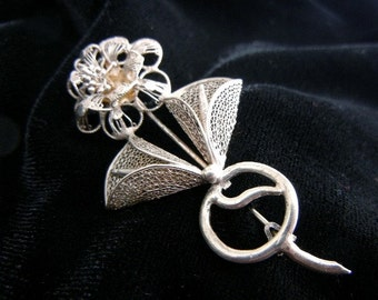 Silver filigree flower pin brooch from 1960s // floral jewelry