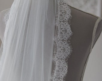 Wedding veil Chapel // Chapel length veil // Wedding veil lace trim // Ivory Veil Wedding // Lace veil // Veil Wedding