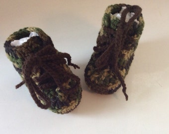 Baby boy crochet camouflage booties - Army baby boots - Military booties - Hunting boots babies - Camo baby booties - Newborn to 12 months