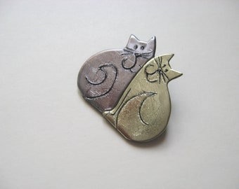 Two Cats Cat duo pin Brooch in pewter and gold acrylic