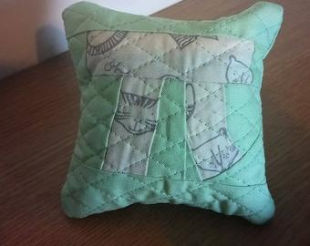 Pi(n) cushion - quilted pin cushion