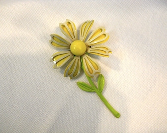 Vintage 1960s 60s Daisy Brooch Pin Metal Enamel Yellow and White Daisy Pin Flower Power Hippie Daisy Pin Flower Brooch Sixties Jewelry