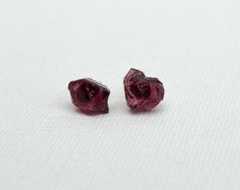 Rough garnet earrings | birthstone earrings | rough gemstone | bohemian jewelry | raw garnet | red earrings | silver earrings | small | tiny