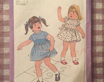 "Toddler Dress Pattern / Vintage Sewing Pattern / Simplicity 8448 / Bloomer Pattern / Size 1 & 2 / Chest 20-21"" / Girl's Dress Pattern"