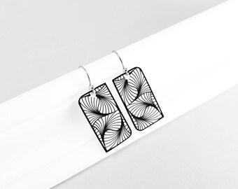 Geometric design earrings made of shrink plastic in black and white