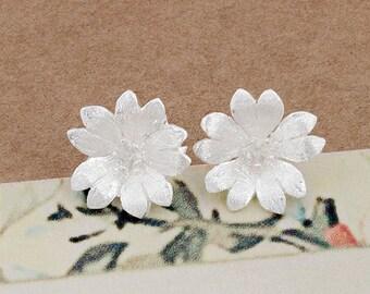 1 pair of 925 Sterling Silver Flower Stud Earrings 12mm.  Satin Finished  :er1003