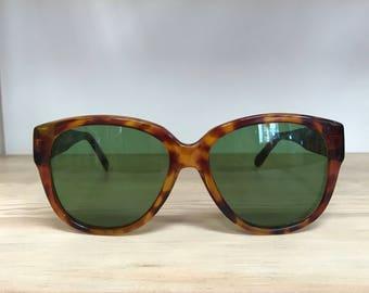 Tortoise big vintage sunglasses