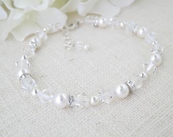 Wedding bracelet, Swarovski crystal and pearl bracelet, Simple beaded bridal bracelet, Classic wedding bracelet, Bridesmaid bracelet